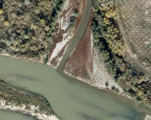 Imagen de satélite de la desembocadura del Gállego. Es apreciable el color anómalo de las aguas .